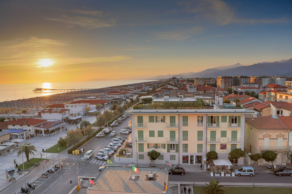 Lido di camaiore luxury apartments for sale lido di camaiore versilia valuable properties in - Bagno cristallo lido di camaiore ...